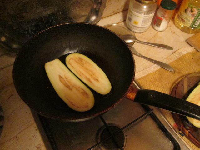 Рулетики из баклажанов с чесноком и сыром. Пошаговый рецепт с фото.