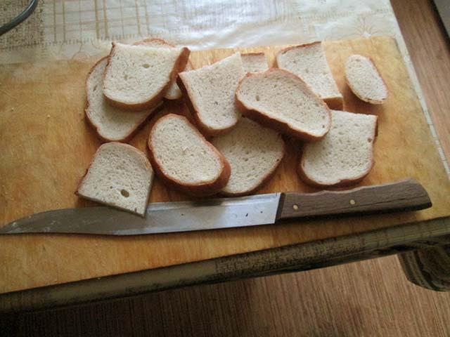 Гренки из белого хлеба с яйцом и молоком на сковороде. Пошаговый рецепт с фото.