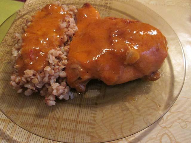 Курица тушеная в томатном соусе
