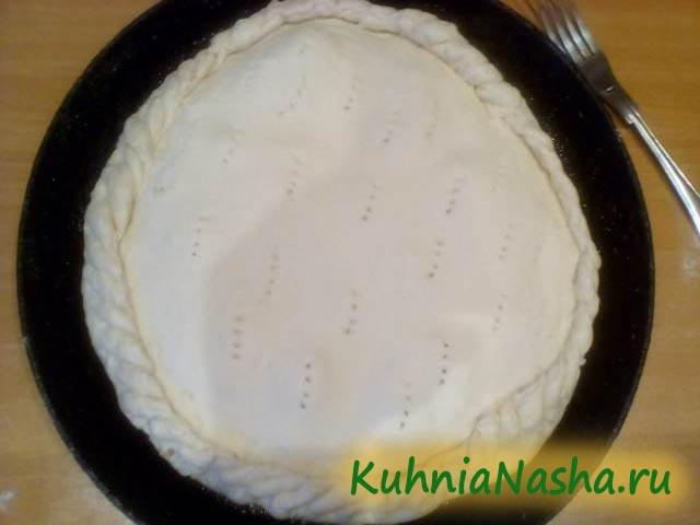 Прокалываем вилкой сырный пирог