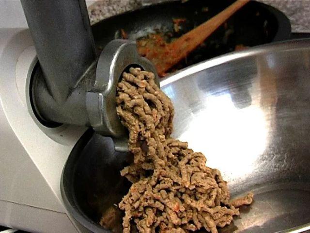 Ингредиенты через мясорубку