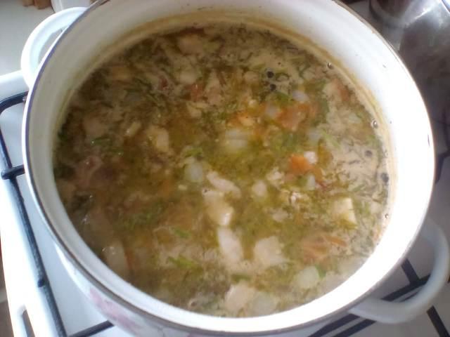 Добавляем в суп картошку