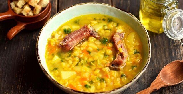 Гороховый суп в с копчёным рёбрышками
