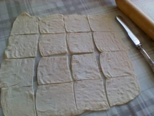 Разрезаем тесто на квадратики