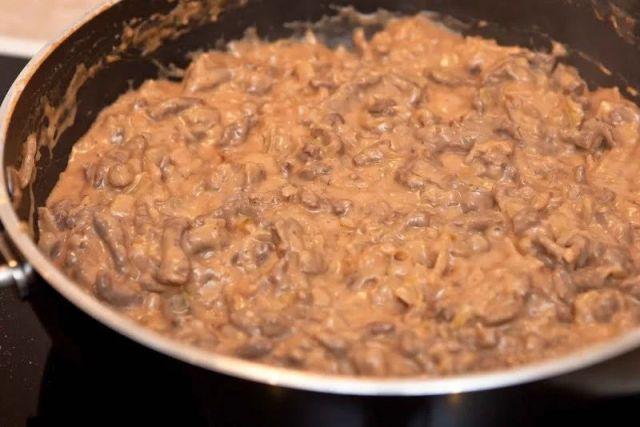 Бефстроганов из индейки - рецепт со сметаной и томатной пастой
