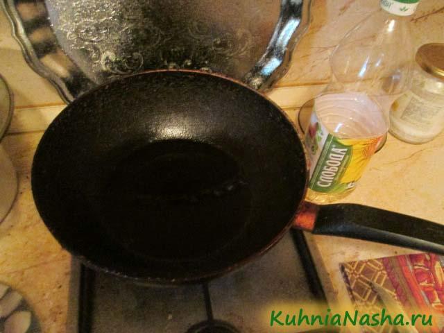 Ставим сковороду на огонь