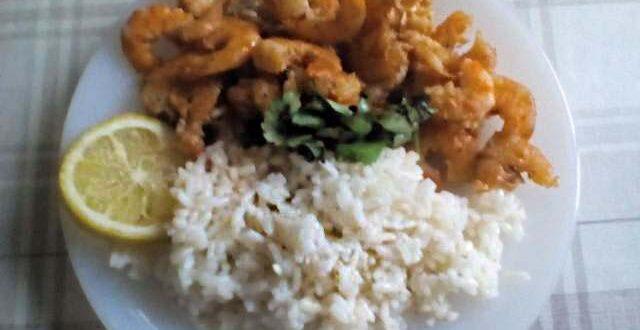 Жареные креветки с рисом
