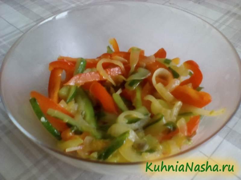 Тёплый салат с огурцом