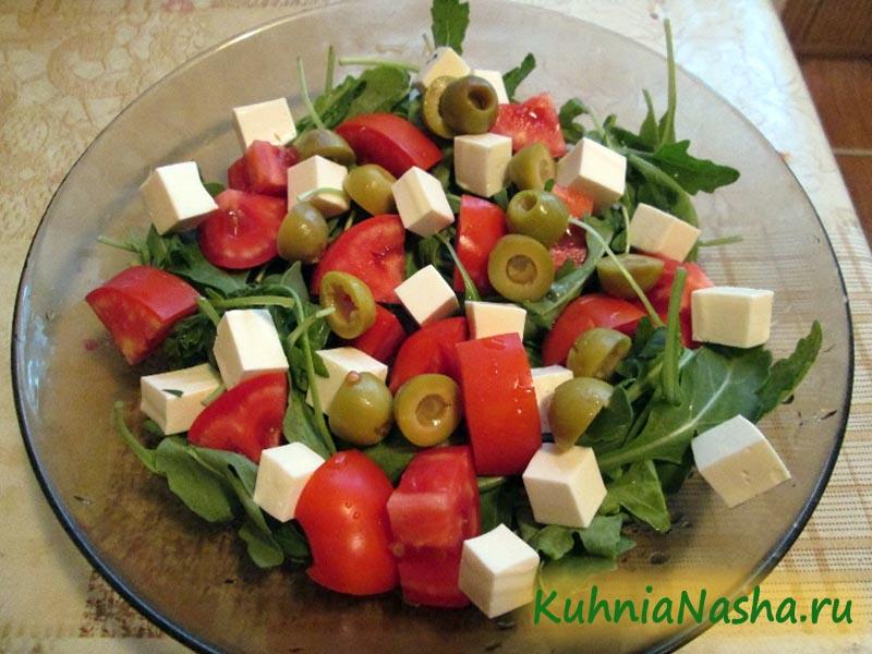 Салат из рукколы с брынзой