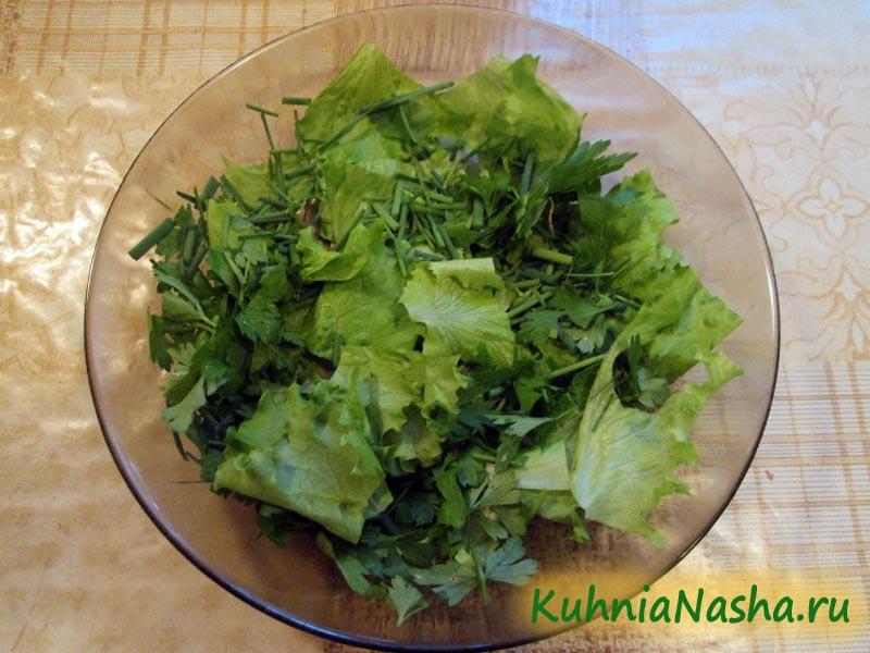 Порезанные салат и зелень