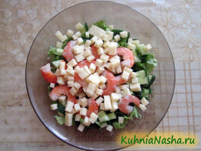 Режем сыр в салат