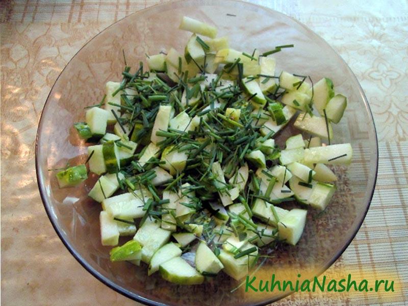 Режем зелень в салат