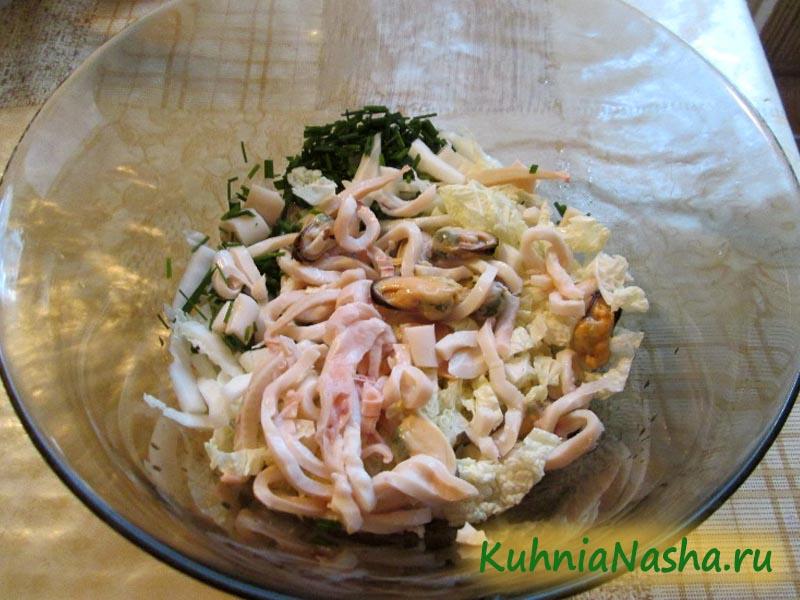 Кладём в салат морепродукты