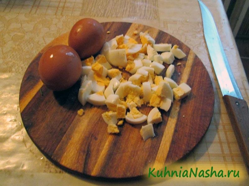 Порезанные варёные яйца